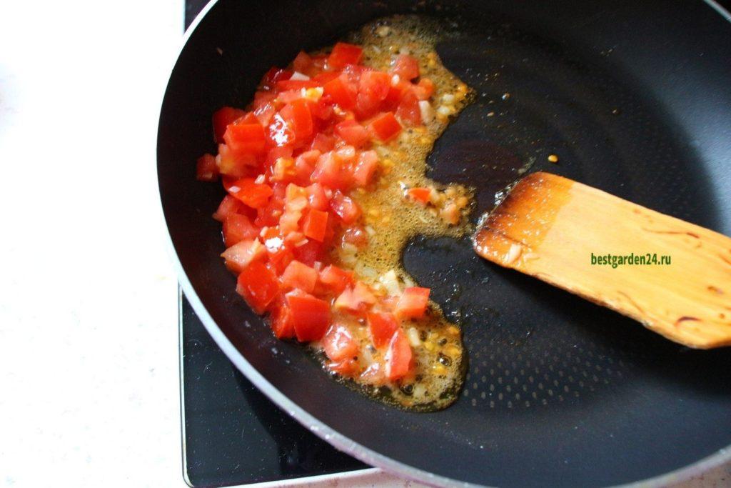 Добавили специи к помидору