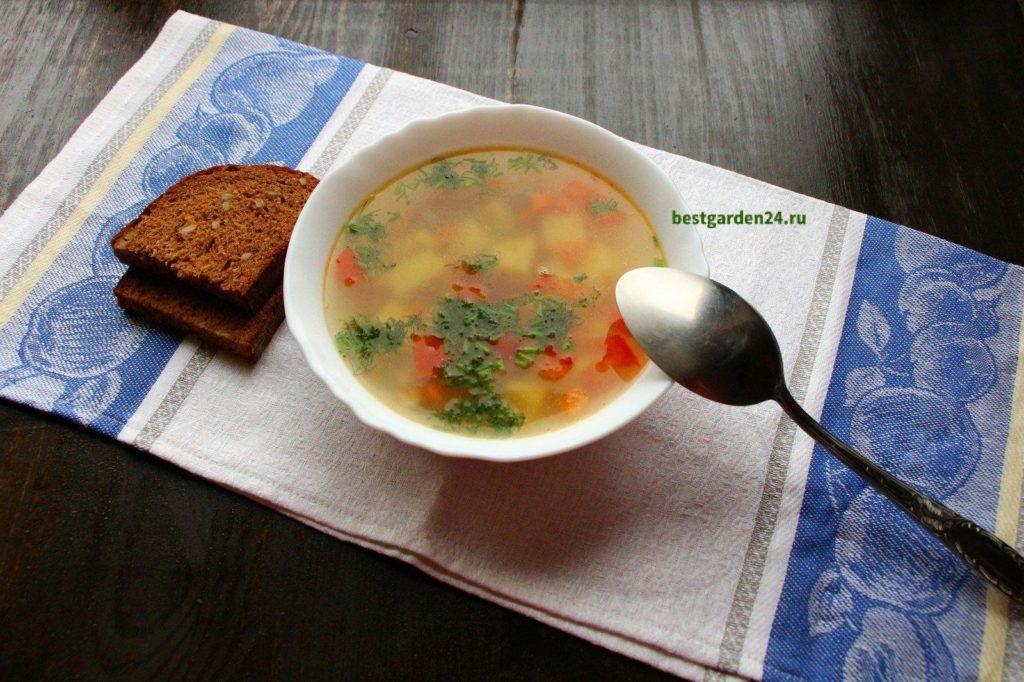 Суп из рыбы, помидор и чеснока