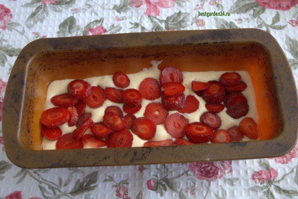 Бисквитный кекс с ягодами
