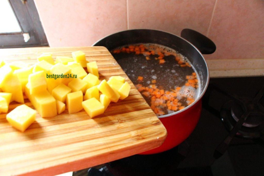 В рыбный суп добавляем картошку