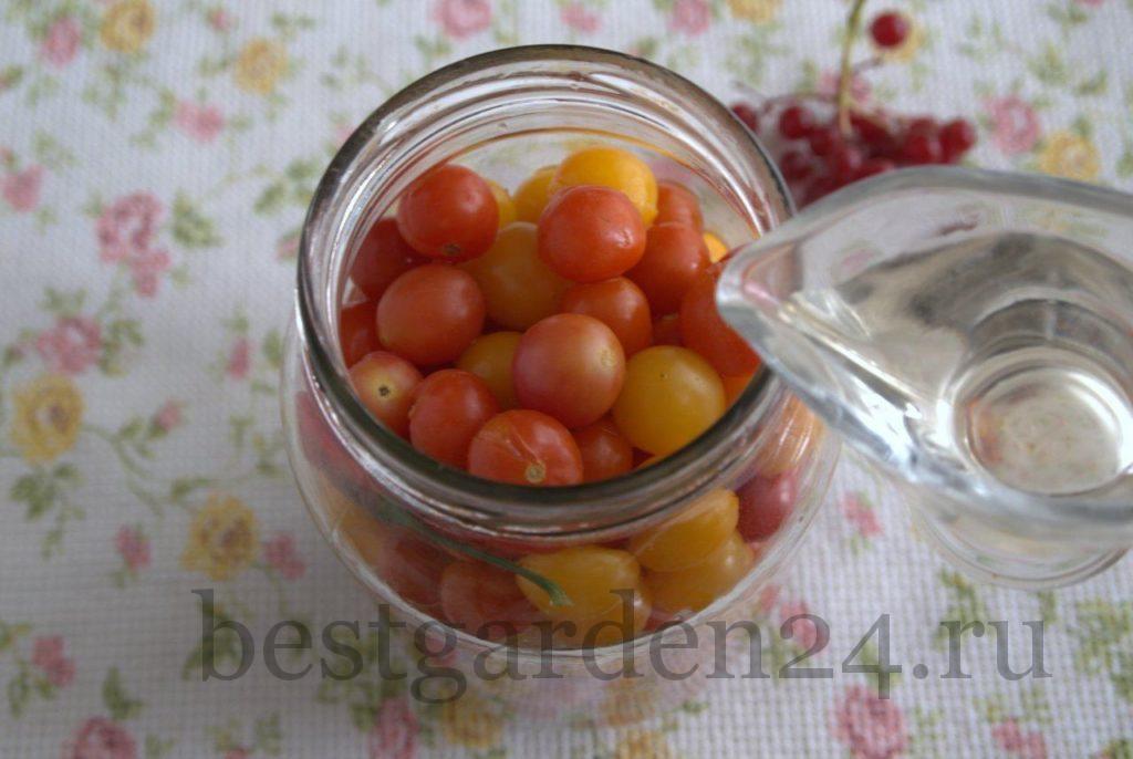 Уксус и помидоры