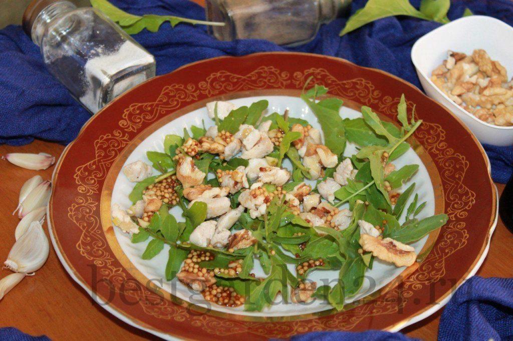 Вкусняшка салат с рукколой