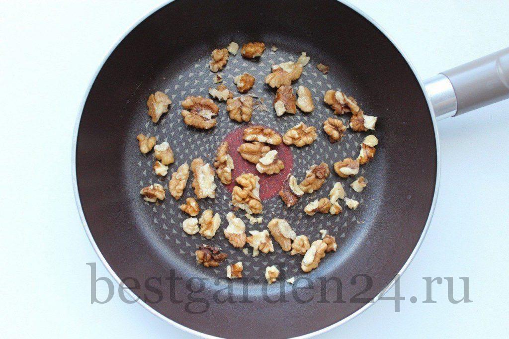 Грецкие орехи на сковороде