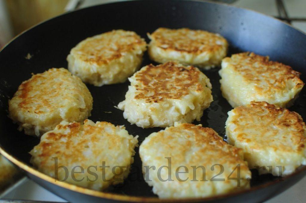 Жаренные на сковороде капустные котлеты
