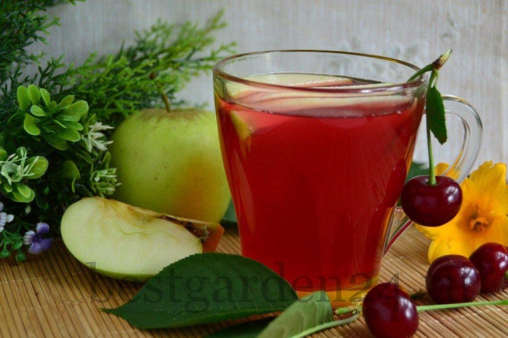 Летний компот из вишни и яблок