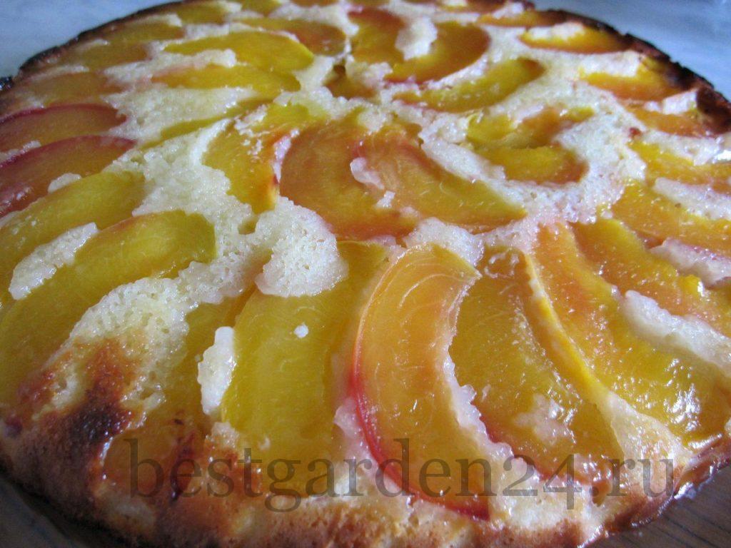 Персиковый пирог готов