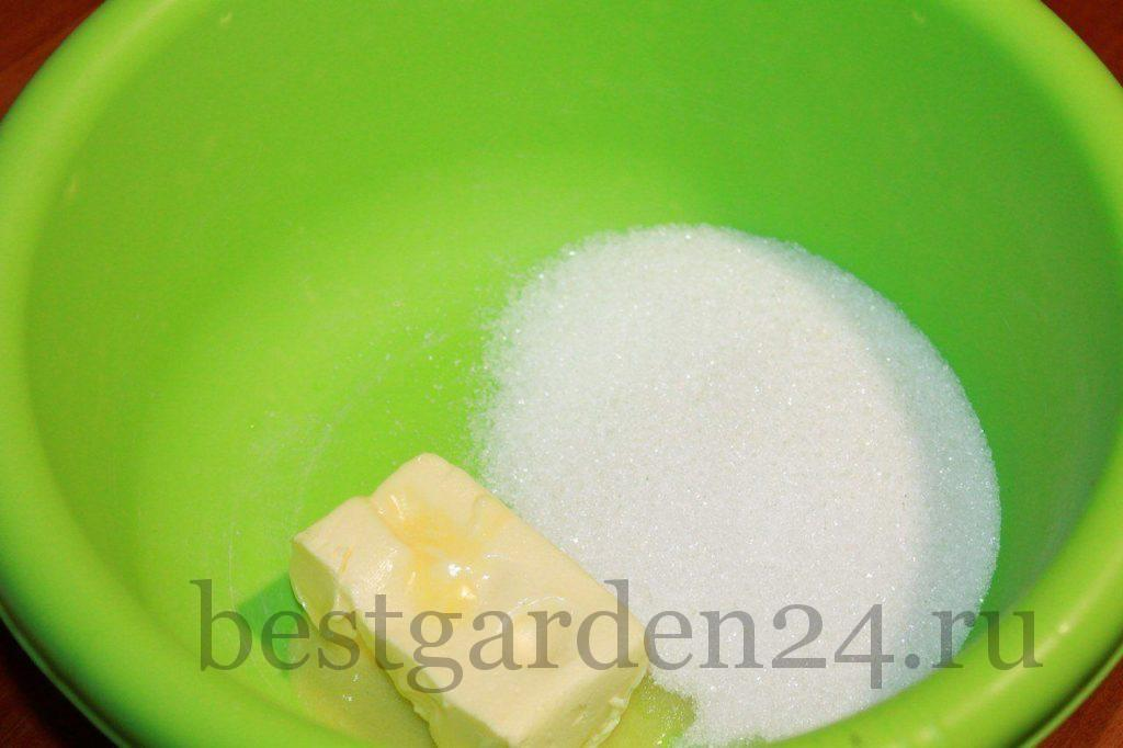 Сахарный песок и размягченное сливочное масло