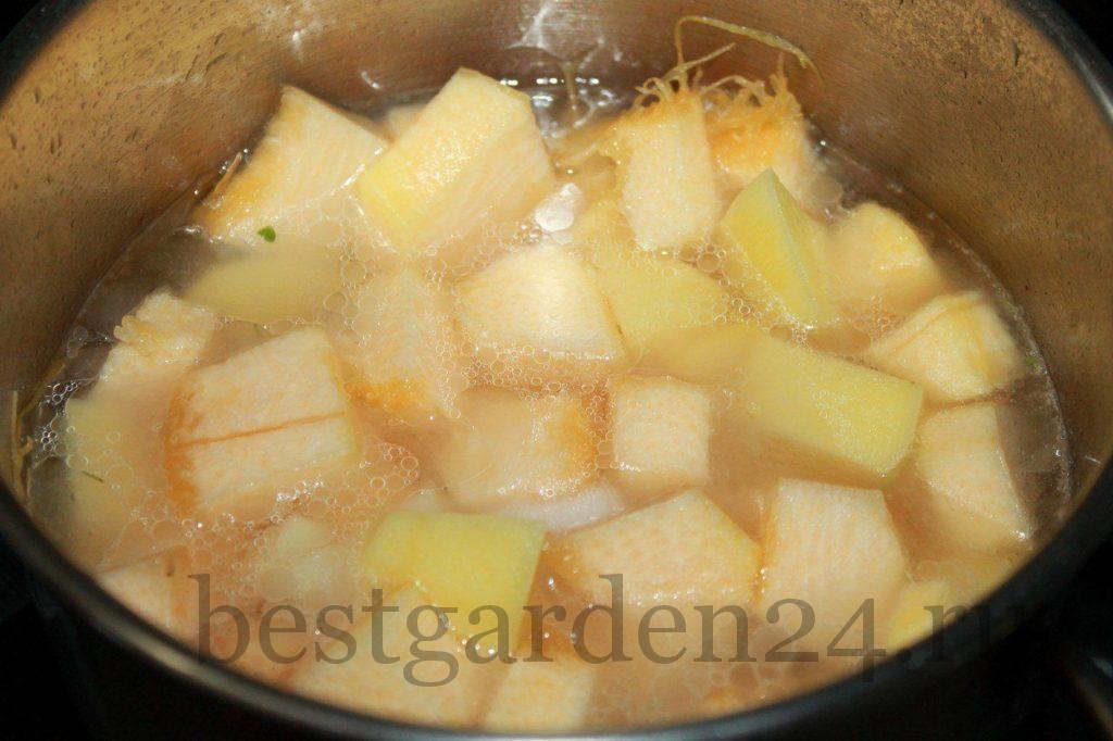 Тушим тыкву и картошку