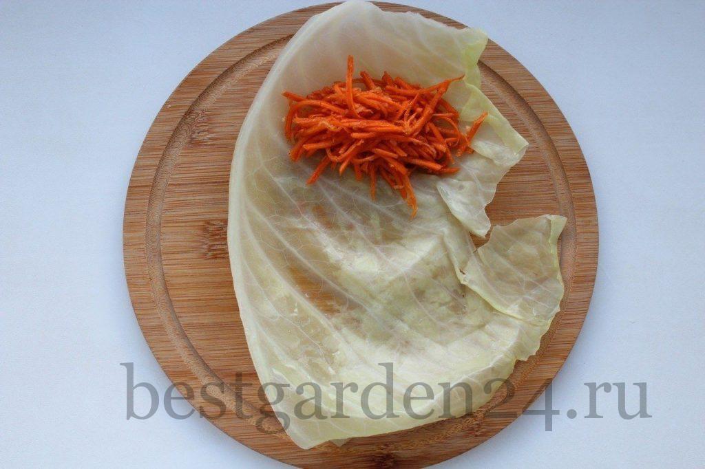 Начинка из моркови на капустном листе