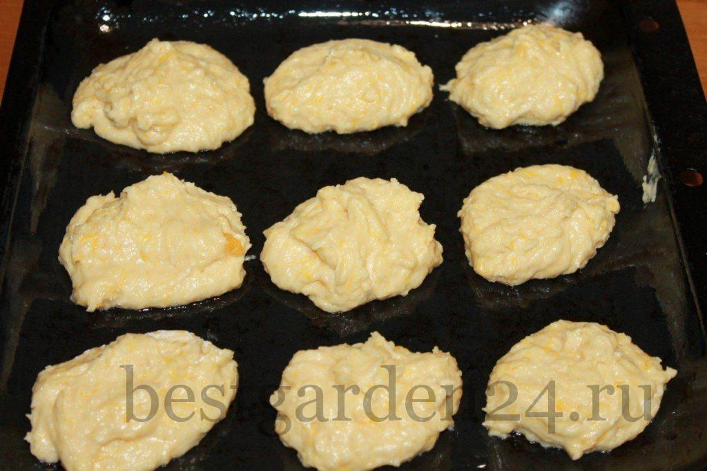 Тыквенное печенье на листе