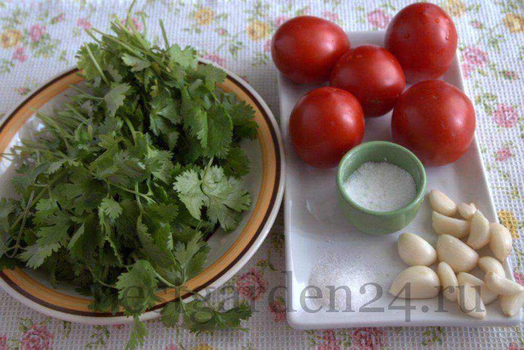 Томаты и кинза для армянской аджики