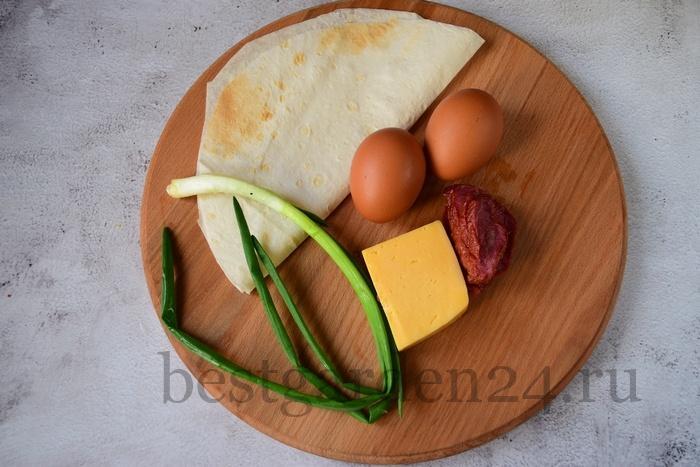 Продукты для быстрого завтрака с лавашом.