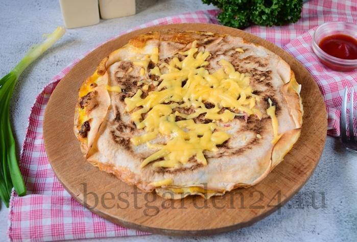 как приготовить вкусный завтрак из яиц сыра и колбасы.
